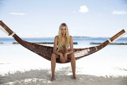 GNTM-Stf10-Epi13-Bikini-Shooting-Malediven-01-Darya-ProSieben-Boris-Breuer -...