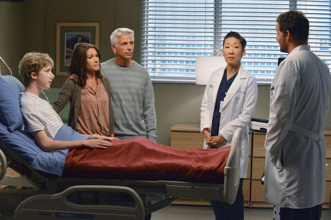 Michael (Joey Luthman, l.) wird schon balderneut auf eine Herztransplantation angewiesen sein, wenn er nicht schleunigst von Christina (Sandra Oh, 2... - Bildquelle: ABC Studios