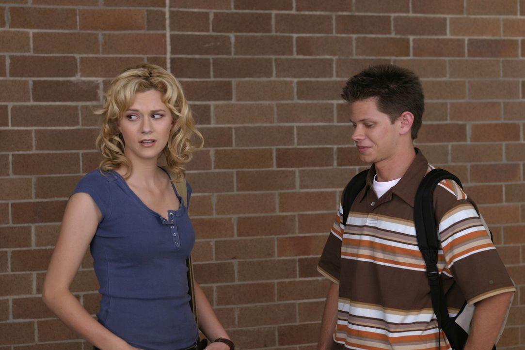 Ein neuer Junge ist an der Schule: Da gibt es für Peyton (Hilarie Burton, l.) und Mouth (Lee Norris, r.) viel zu bereden ... - Bildquelle: Warner Bros. Pictures