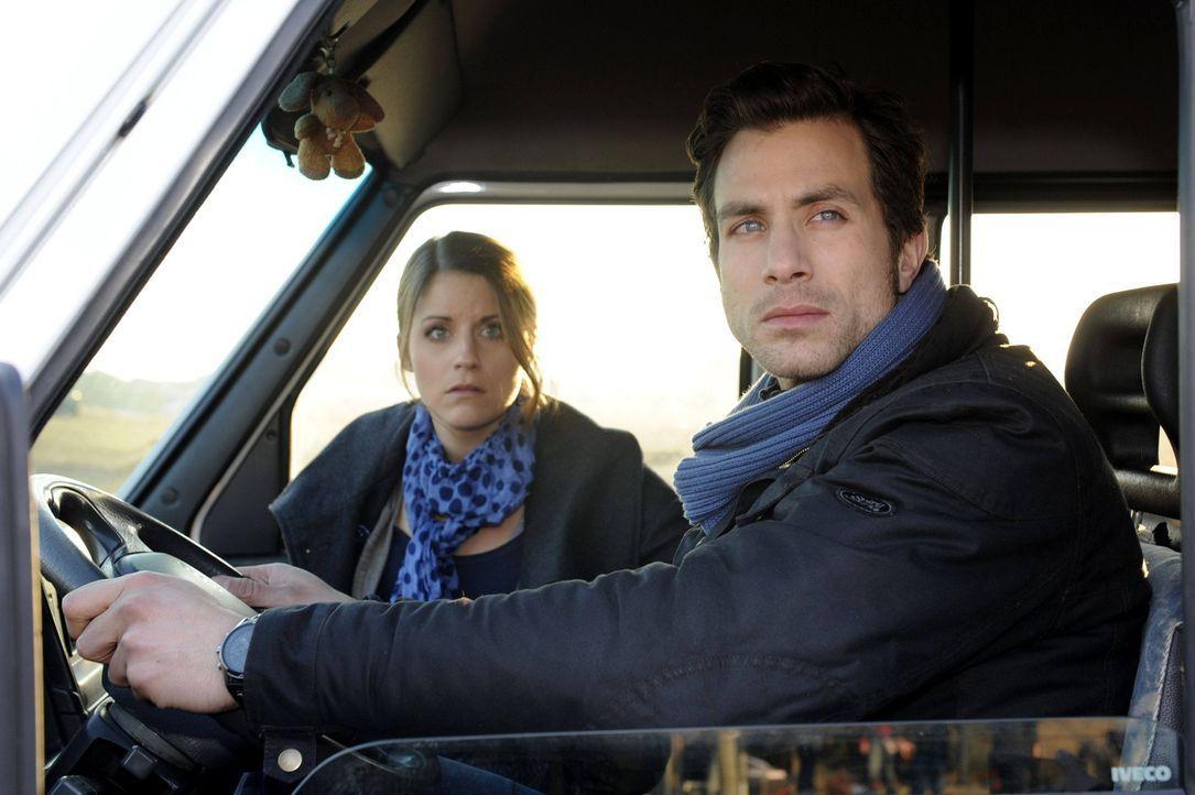 Die STAG macht sich auf den Weg zu ihrem Auftritt: Bea (Vanessa Jung, l.) und Michael (Andreas Jancke, r.) ... - Bildquelle: SAT.1