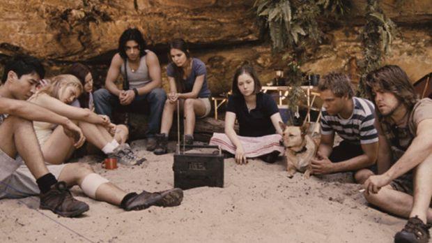 Es sollte ein unbeschwerter Urlaubstrip werden. Doch als eine Gruppe Teenager...