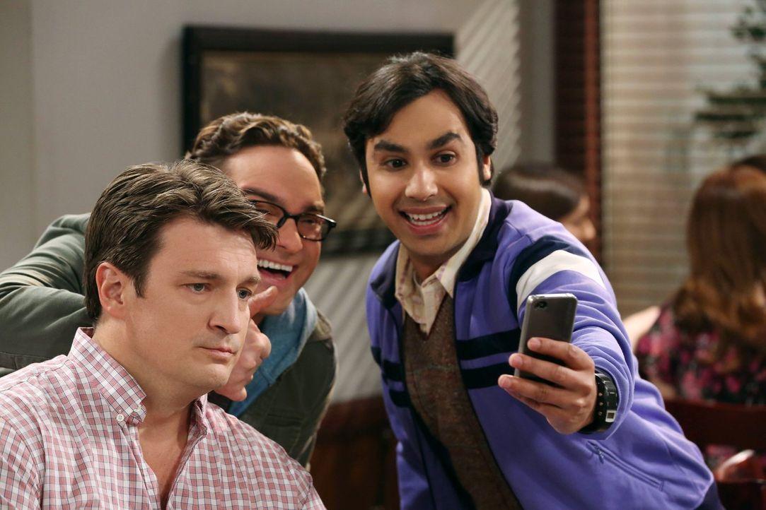 Während Howard und Bernadette eine schockierende Nachricht erhalten, glauben Leonard (Johnny Galecki, M.) und Raj (Kunal Nayyar, r.), den Schauspiel... - Bildquelle: Warner Bros. Television