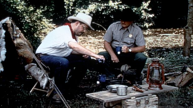 Claude Dallas (Darsteller unbekannt, l.) lebt das Leben eines Cowboys: Einsam...