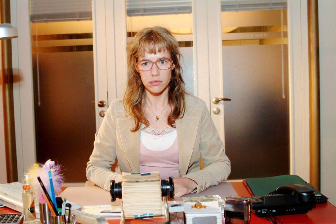 Lisa (Alexandra Neldel) ist frustriert: Sie hat Streit mit Jürgen und David kann sie auch nicht vertrauen ... (Dieses Foto von Alexandra Neldel dar... - Bildquelle: Sat.1