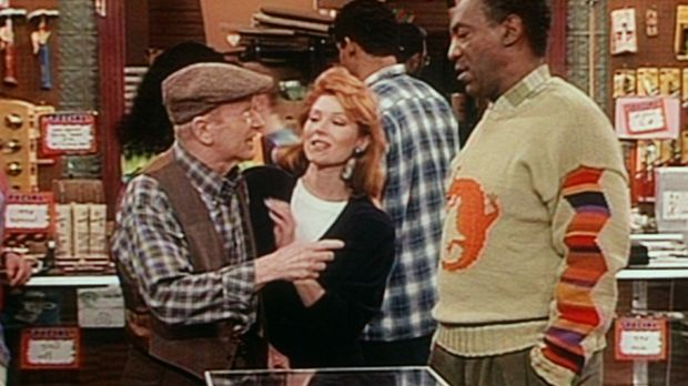 Jake (Red Buttons, l.) erzählt Cliff (Bill Cosby, r.) von einem Autounfall, d...