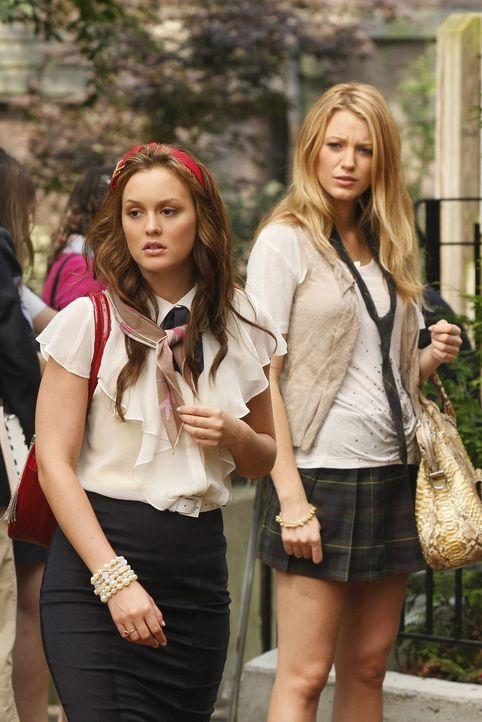 """Zwischen Blair (Leighton Meester, l.) und Serena (Blake Lively, r.) entbrennt ein Streit um die """"Schul-Krone"""" ... - Bildquelle: Warner Brothers"""