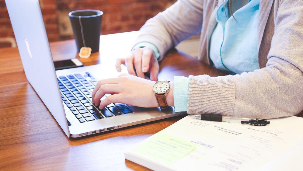 Arbeiten im Büro - Bildquelle: Pixabay