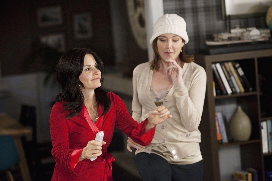 Haben eine gemeine Überraschung für Grayson: Jules (Courteney Cox, l.) und Ellie (Christa Miller, r.) ... - Bildquelle: 2009 ABC INC.