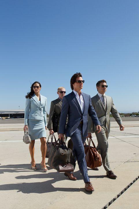 Versuchen alles, um einen Atomkrieg zu verhindern: Ethan (Tom Cruise, 2.v.r.), Jane (Paula Patten, l.), Benji (Simon Pegg, 2.v.l.) und William (Jere... - Bildquelle: 2011 Paramount Pictures.  All Rights Reserved.