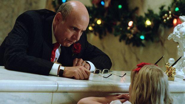 Als kurz vor Weihnachten im Plaza eine große Hochzeit vorbereitet wird, kann...