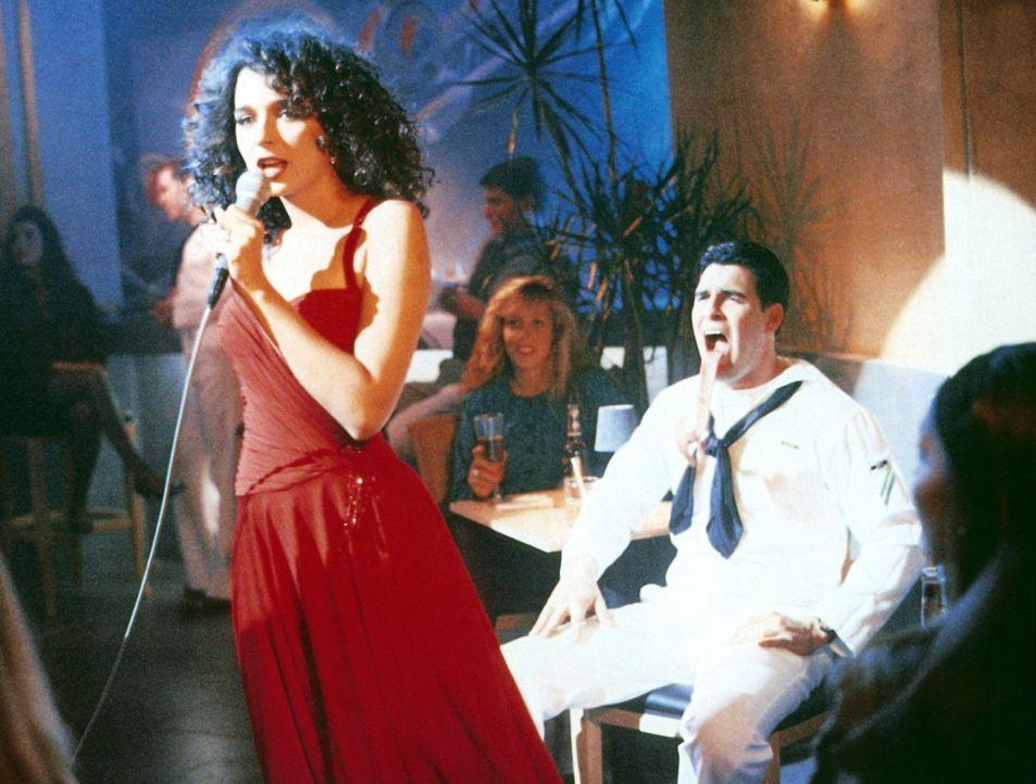 Die attraktive Truppen-Psychiaterin Ramada Thompson (Valeria Golino) lässt die Herzen der Soldaten höher schlagen ... - Bildquelle: The 20th Century Fox Film Corporation
