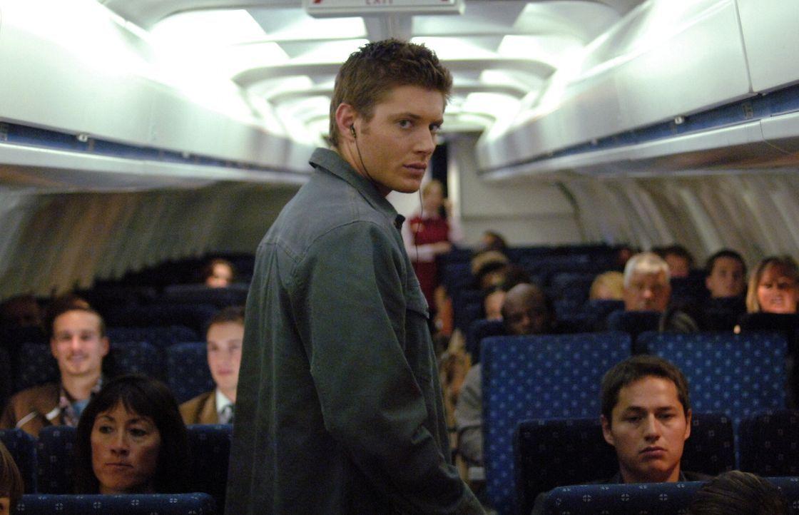 Möchte einen mysteriösen Flugzeugabsturz aufklären und stößt dabei auf einen Phantom Reisenden: Dean (Jensen Ackles, M.) ... - Bildquelle: Warner Bros. Television