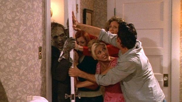Buffy (Sarah Michelle Gellar, M.) und ihre Freunde versuchen verzweifelt, sic...