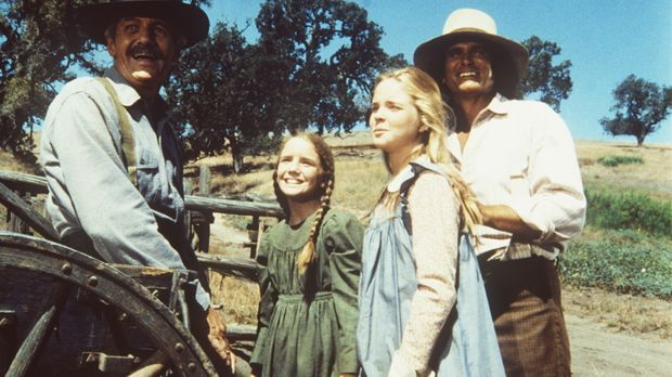 Lansford Ingalls (Arthur Hill, l.) wird von Laura (Melissa Gilbert, 2.v.l.),...