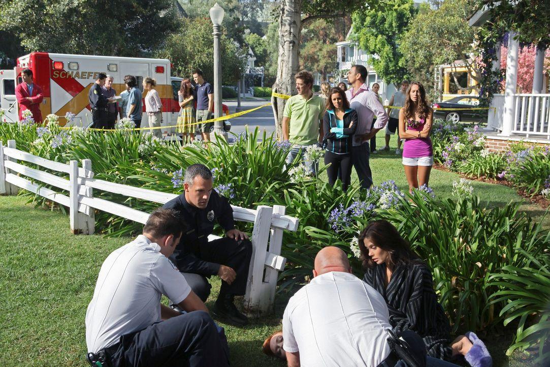 Aufregung in der Wisteria Lane: Julie wurde stranguliert und bewusstlos vorm Haus gefunden ... - Bildquelle: ABC Studios