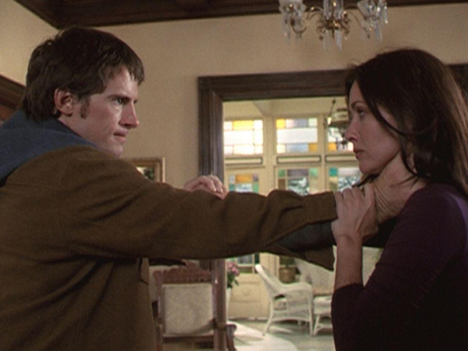 Vince (Morgan Weisser, l.) zeigt sich nicht sehr dankbar, dass Prue (Shannen Doherty, r.) ihn von seinen belastenden Fähigkeiten befreit hat. - Bildquelle: Paramount Pictures