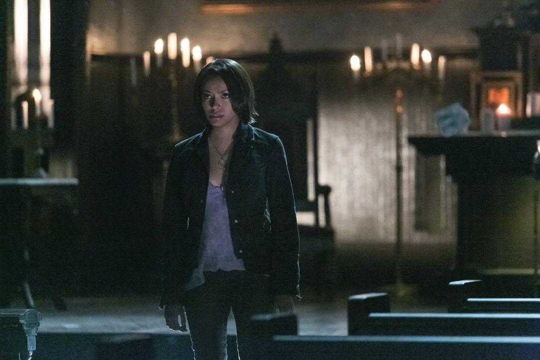 Kann Bonnie (Kat Graham) ihre Freunde wirklich erneut schützen? - Bildquelle: Warner Brothers