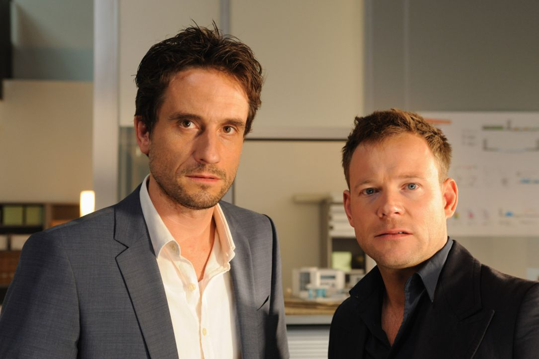 Kann Oliver (Mathias Schlung, r.) seinem Freund Peter (Oliver Mommsen, l.) helfen, sein kompliziertes Leben zu ordnen? - Bildquelle: SAT.1