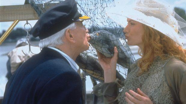 Statt verführerischer Lippen (Kelly Lynch. r.) küsst der fast blinde Millionä...
