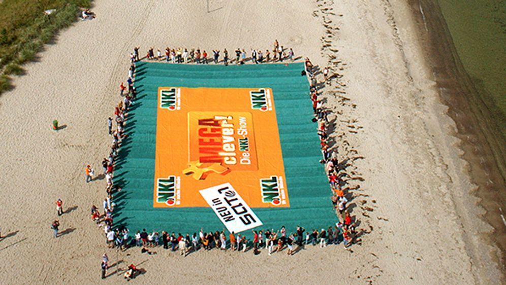 Das längste Strandhandtuch - Bildquelle: dpa