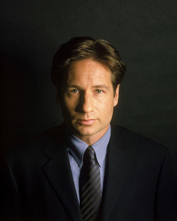 (9. Staffel) - Nach seiner Rückkehr versteckt sich Fox Mulder (David Duchovny) vor seinen Widersachern. Nur mit seiner Ex-Partnerin Scully hält er u... - Bildquelle: TM +   Twentieth Century Fox Film Corporation. All Rights Reserved.