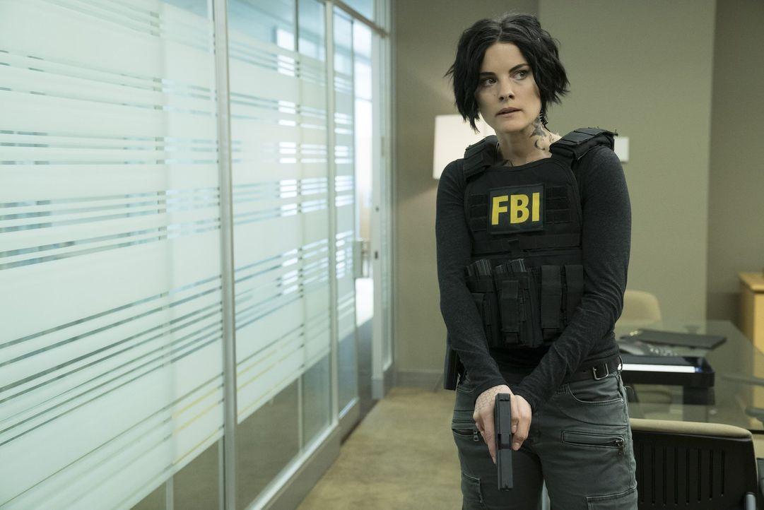 Um einen Zeugen und seine Unterlagen zu retten, müssen Jane (Jaimie Alexander) und ihre Kollegen Kopf und Kragen riskieren ... - Bildquelle: Warner Brothers