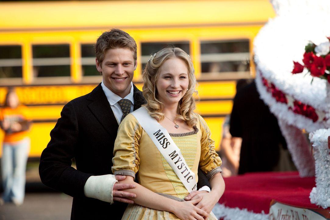 Noch ist ihre Welt in Ordnung: Matt (Zach Roerig, l.) und Caroline (Candice Accola, r.) ... - Bildquelle: Warner Bros. Television