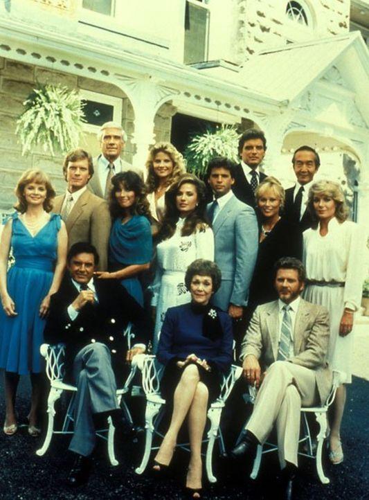 (3. Staffel) - Auf Falcon Crest kennt Angelas (Jane Wyman, sitzend M.) Streben nach noch mehr Macht und Geld weder Freund noch Feind. Hemmungslos st... - Bildquelle: 1984   Warner Brothers