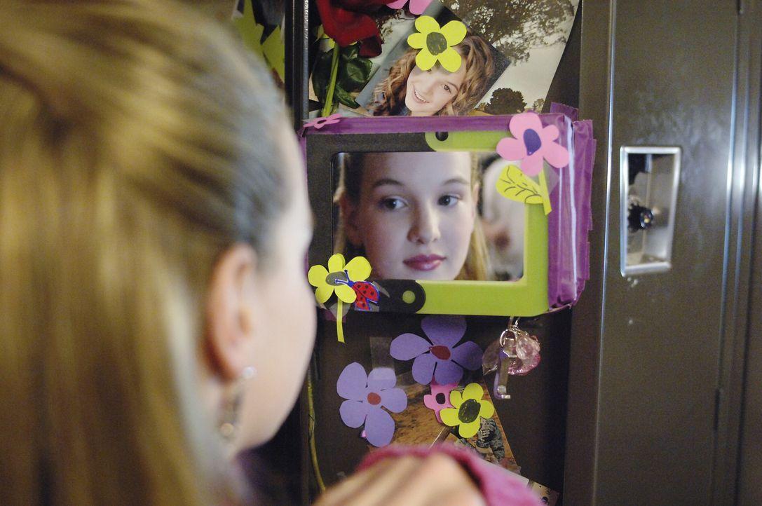Seit Jahren schreibt Jamie (Kay Panabaker) in ihrem Tagebuch. Allerdings heißt ihre Heldin Isabella - und meistert ihr Leben total selbstbewusst ... - Bildquelle: Buena Vista International Television