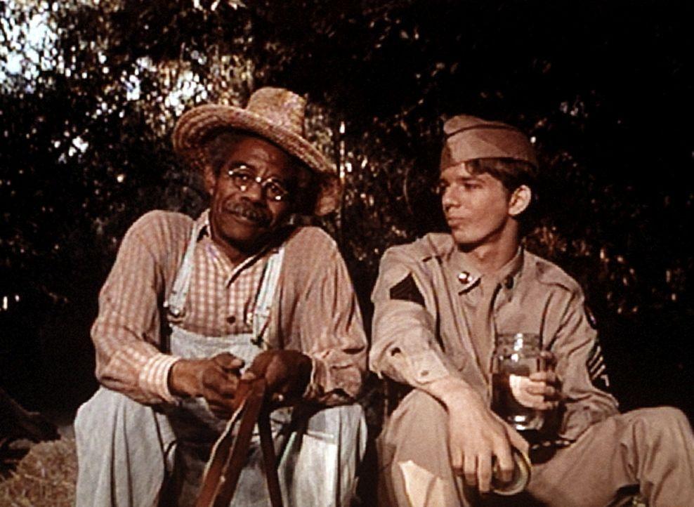 Jim Bob (David W. Harper, r.) ist auf dem Weg nach Hause. Jeremiah (Darsteller unbekannt) nimmt ihn auf seinem Fuhrwerk ein Stück mit ... - Bildquelle: WARNER BROS. INTERNATIONAL TELEVISION
