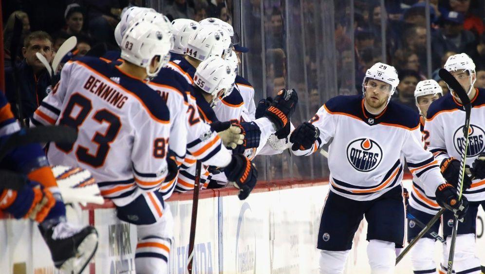 Kantersieg für Leon Draisaitl (M.) und die Edmonton Oilers - Bildquelle: GETTY AFPSID-BRUCE BENNETT