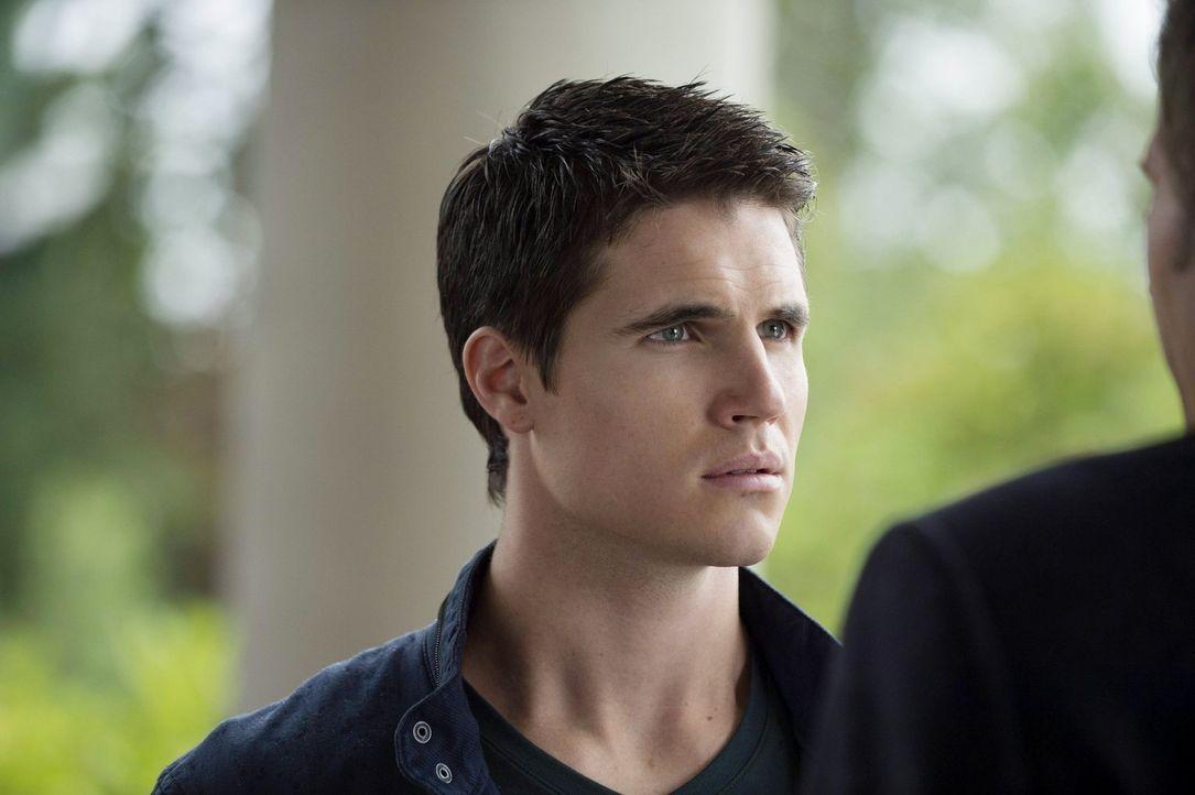Noch ahnt Stephen (Robbie Amell) nicht, was ihn bei dem mysteriösen Mann in dem riesigen Haus erwarten wird ... - Bildquelle: Warner Bros. Entertainment, Inc