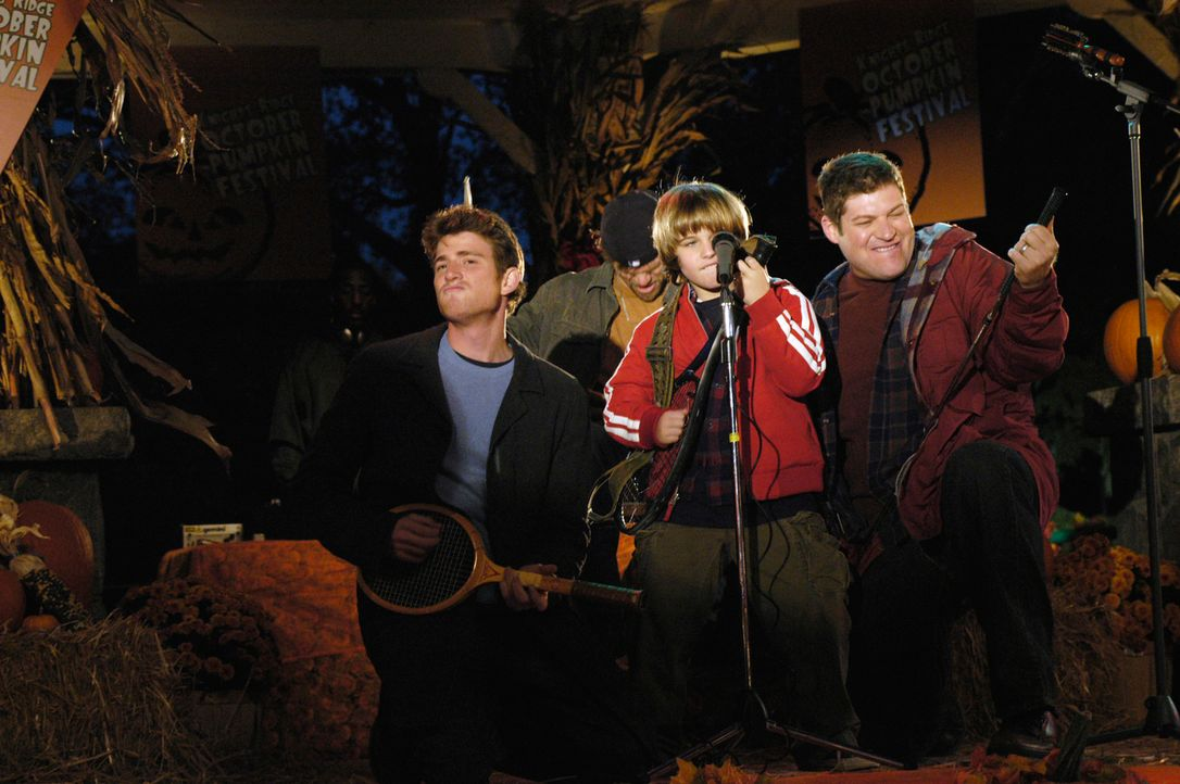 Um das Herz seiner Angebeteten zu gewinnen, legt sich Sam (Slade Pearce, M.) mächtig ins Zeug. Nick (Bryan Greenberg, l.), Ikey (Evan Jones, hinten)... - Bildquelle: 2007 American Broadcasting Companies, Inc. All rights reserved.