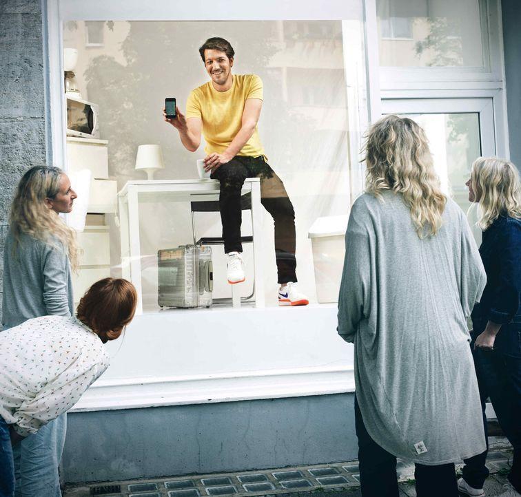 """Wie reagiert ein Mensch, wenn ihm vor Augen geführt wird, dass er """"gläsern"""" ist? """"Galileo"""" macht dieses Phänomen mit dem Live-Experiment """"We are wat... - Bildquelle: Arne Weychardt ProSieben"""