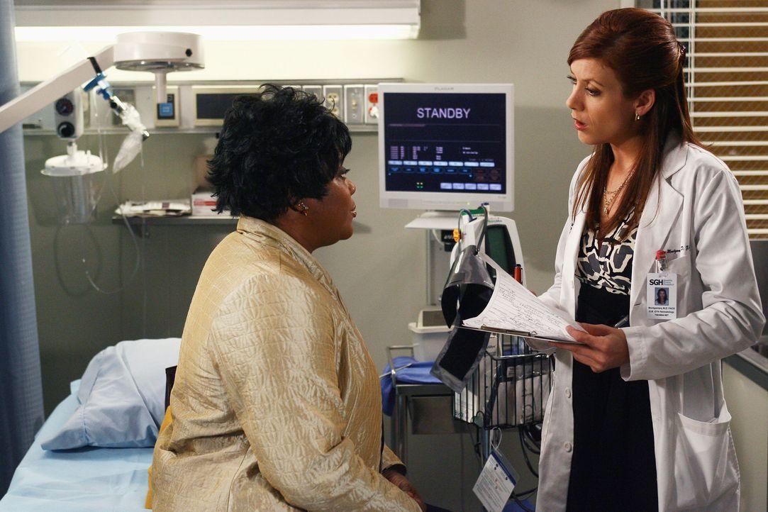Addison (Kate Walsh, r.) bekommt unerwarteten Besuch von Adele (Loretta Devine, l.), die ihr gesteht, dass sie schwanger ist. Addison möchte sie ei... - Bildquelle: Touchstone Television