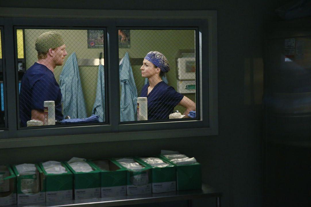 Owen (Kevin McKidd, l.) muss Amelia (Caterina Scorsone, r.) die schreckliche Nachricht vom Tod ihres Bruders mitteilen. Doch diese reagiert anders a... - Bildquelle: ABC Studios