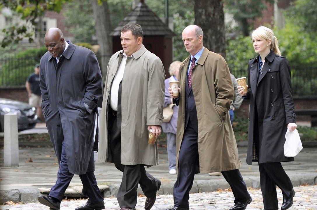 (v.l.n.r.) Det. Will Jeffries (Thom Barry), Det. Nick Vera (Jeremy Ratchford), Lt. John Stillman (John Finn) und Det. Lilly Rush (Kathryn Morris) au... - Bildquelle: Warner Bros. Television