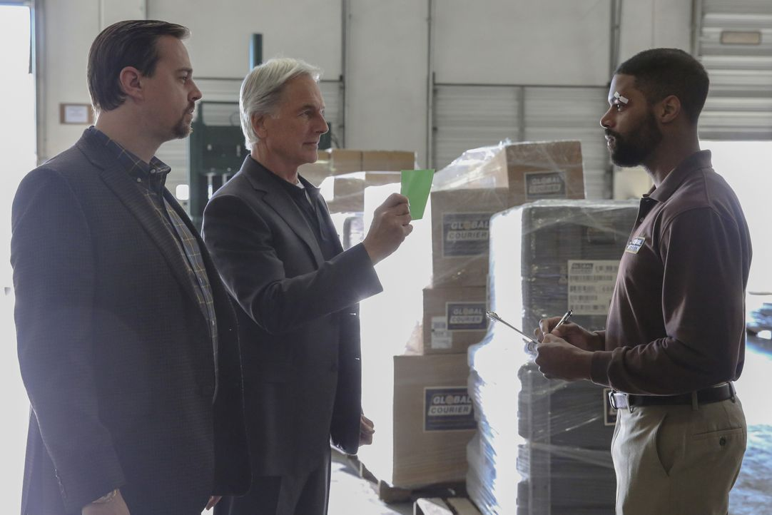 (v.l.n.r.) McGee (Sean Murray); Gibbs (Mark Harmon); Scott Gunderson (DeVaughn Nixon) - Bildquelle: Michael Yarish 2018 CBS Broadcasting, Inc. All Rights Reserved/Michael Yarish