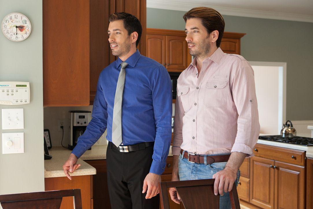 Geben ihr Bestes, um ihren Kunden für relativ kleines Geld genau das Haus zu beschaffen, dass sie sich wünschen: Drew (l.) und Jonathan (r.) ... - Bildquelle: Jessica McGowan 2014, HGTV/Scripps Networks, LLC. All Rights Reserved