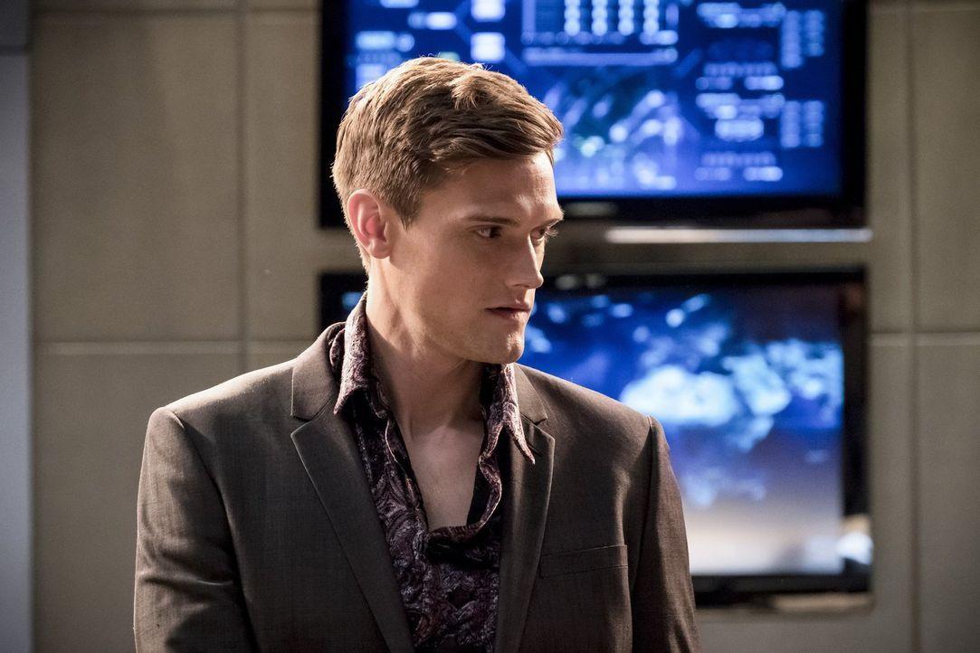 Ralph (Hartley Sawyer) mischt Barrys Junggesellenabschied auf, als er ungebeten bei diesem auftaucht ... - Bildquelle: 2017 Warner Bros.