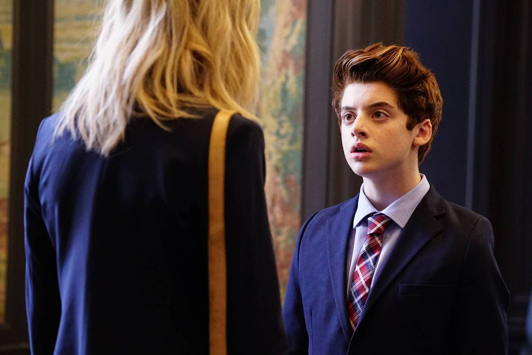 Chip (Thomas Barbusca, r.) steht unter Druck. Er kann entweder seine Zukunft aufs Spiel setzten oder aber seine Jungs verraten. Hoffentlich kann Tan... - Bildquelle: 2017 Fox and its related entities. All rights reserved.