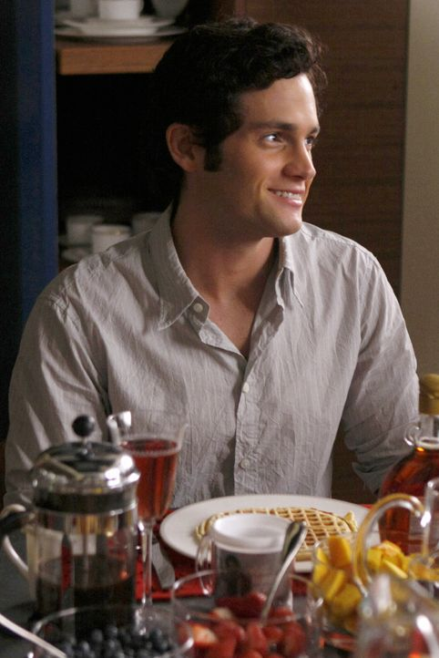Dan (Penn Badgley) freut sich, dass seine Familie seine neue Freundin sympathisch findet. - Bildquelle: Warner Brothers