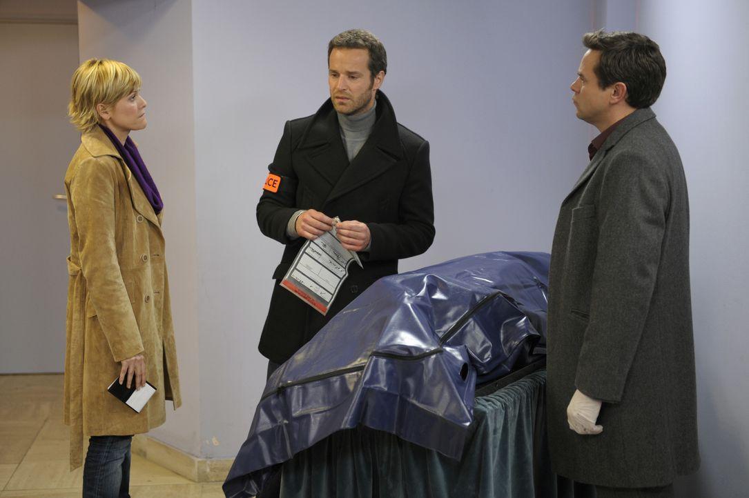 Als die Leiche einer Frau in einem fremden Sarg entdeckt wird, sind die Erfahrungen und Kenntnisse von Fred (Vanessa Valence, l.), Matthieu (Guillau... - Bildquelle: 2008 - Beaubourg Audiovisuel/BeFilms/RTBF (Télévision Belge)