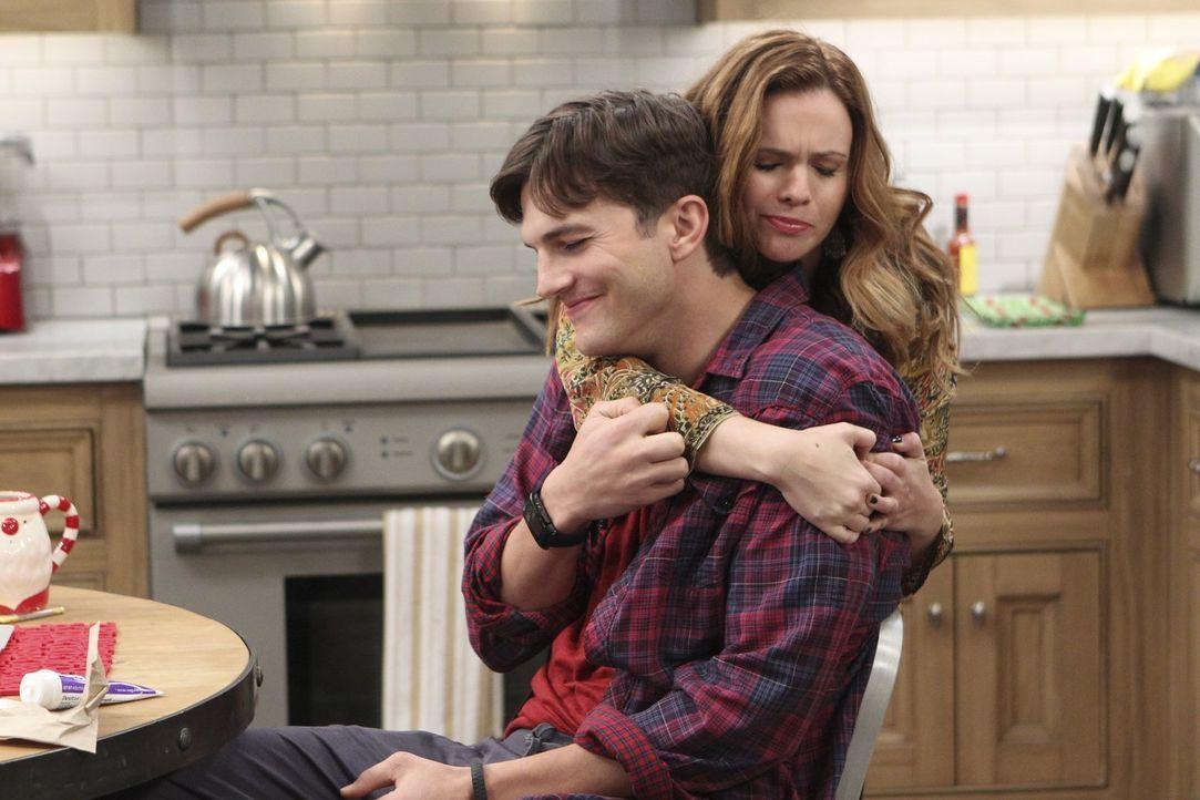 Jenny (Amber Tamblyn, r.) verbringt eine stürmische Nacht mit der attraktiven Brooke. Jenny ist Feuer und Flamme und möchte gern ein zweites Date, d... - Bildquelle: Warner Brothers