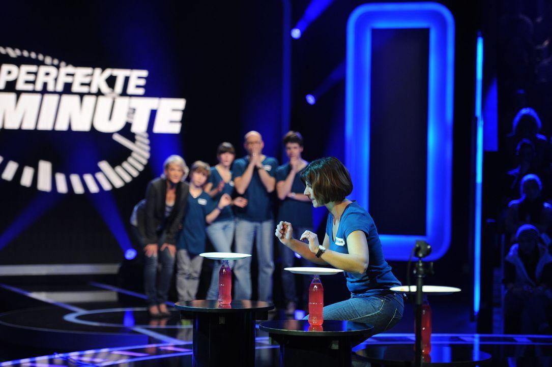Marion Fritsch (vorne) gibt alles, um das Spiel für sich entscheiden zu können ... - Bildquelle: Frank Hempel SAT.1