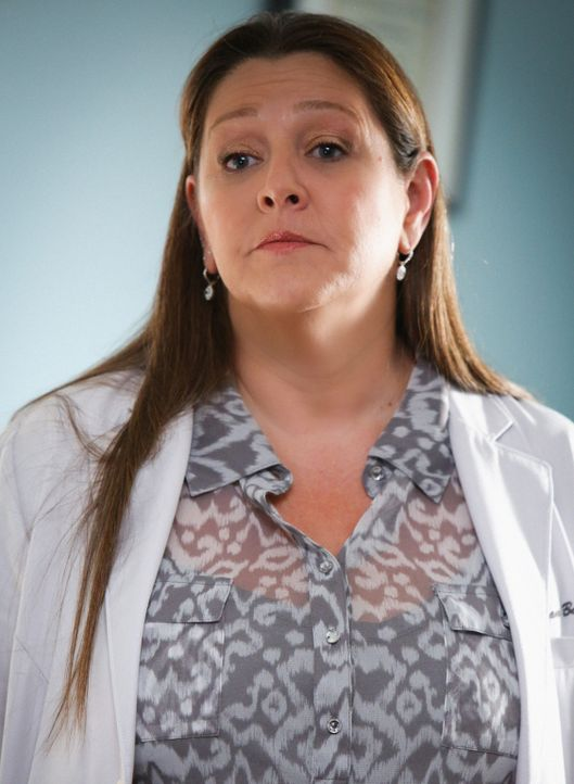Mit der Hilfe von Sam (Camryn Manheim) soll Mollys Erinnerungsvermögen gestärkt werden: Was hat sie in der Vision gesehen? - Bildquelle: Darren Michaels 2014 CBS Broadcasting, Inc. All Rights Reserved