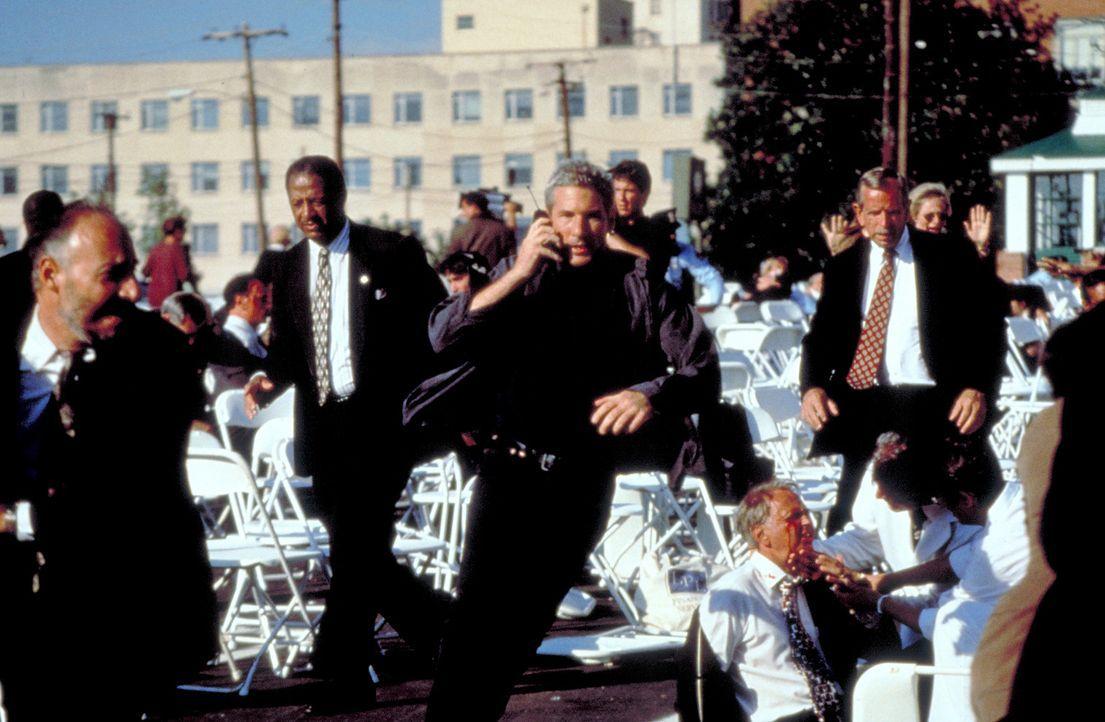 Der Einzige, der es in dem gesamten Ermittlerteam aus FBI und Geheimagenten mit dem gefährlichen Auftragskiller, dem Schakal, aufnehmen kann, ist d...