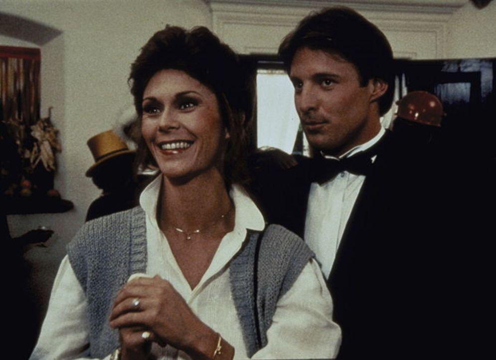 Ein prominenter Unterweltboss will auspacken. Auf einer Party sollen Lee (Bruce Boxleitner, r.) und Amanda (Kate Jackson, l.) die entsprechenden Dok...