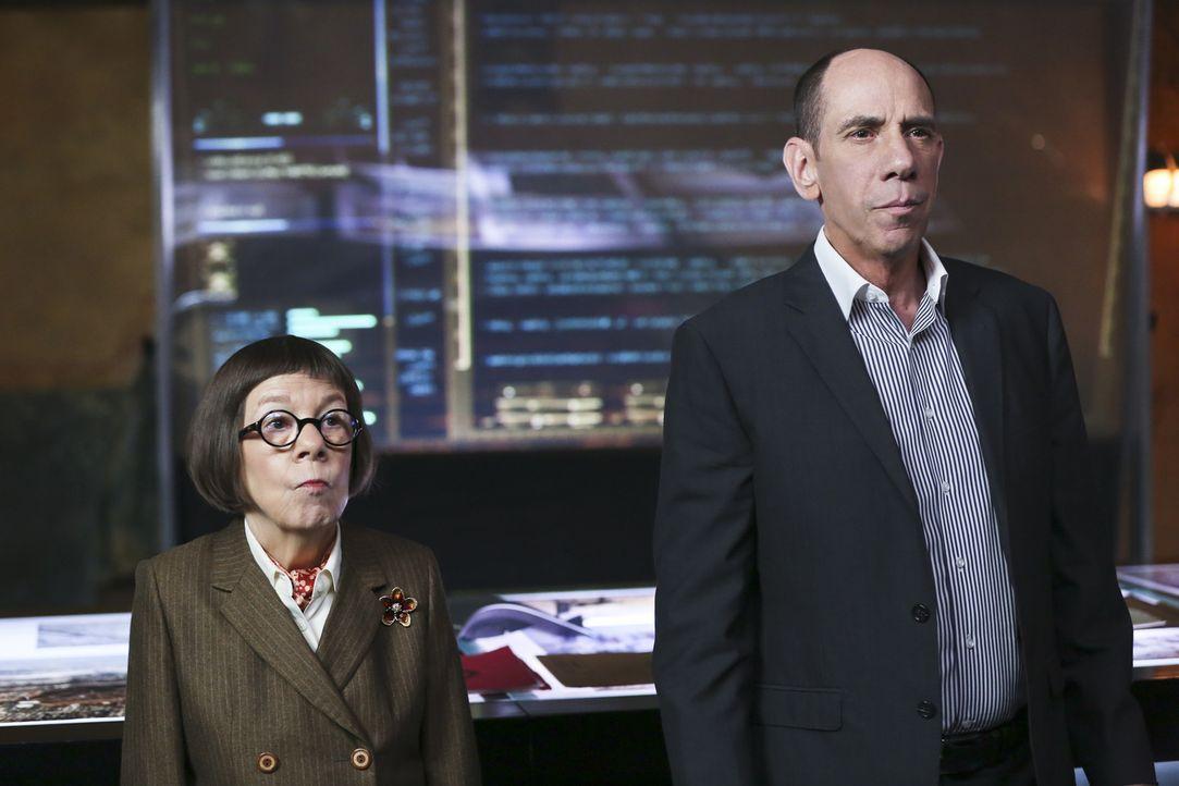 Eine Terrorzelle hat Kinder zu menschlichen Bomben abgerichtet. Schafft es das Team um Granger (Miguel Ferrer, r.) und Hetty (Linda Hunt, l.), die K... - Bildquelle: 2016 CBS Broadcasting, Inc. All Rights Reserved.