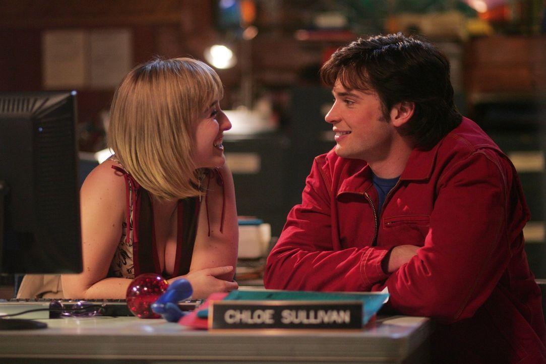 Hat Chloe (Allison Mack, l.) nun noch Gefühle für ihn, oder nicht? Clark (Tom Welling, r.) weiß nicht, wie er sich seiner Freundin gegenüber verhalt... - Bildquelle: Warner Bros.